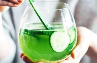 10 razones para tomar agua con clorofila